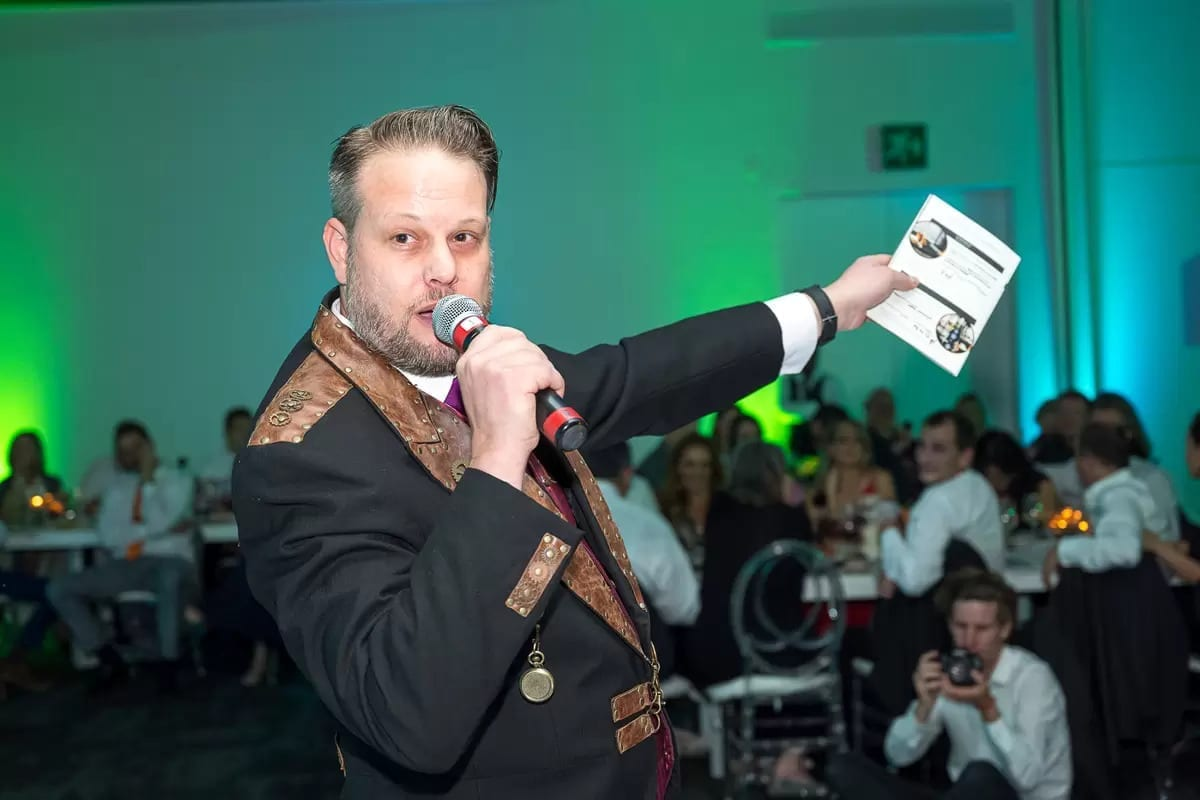 MC Marcel Oudejans conducts a charity auction